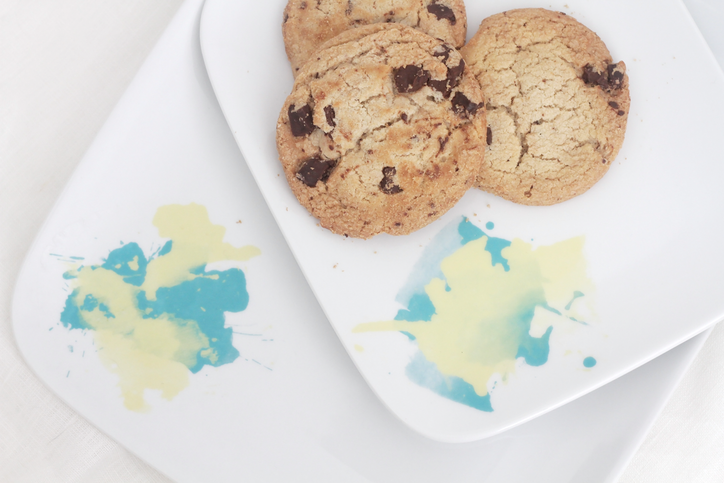 Easy DIY watercolor plates with free printable