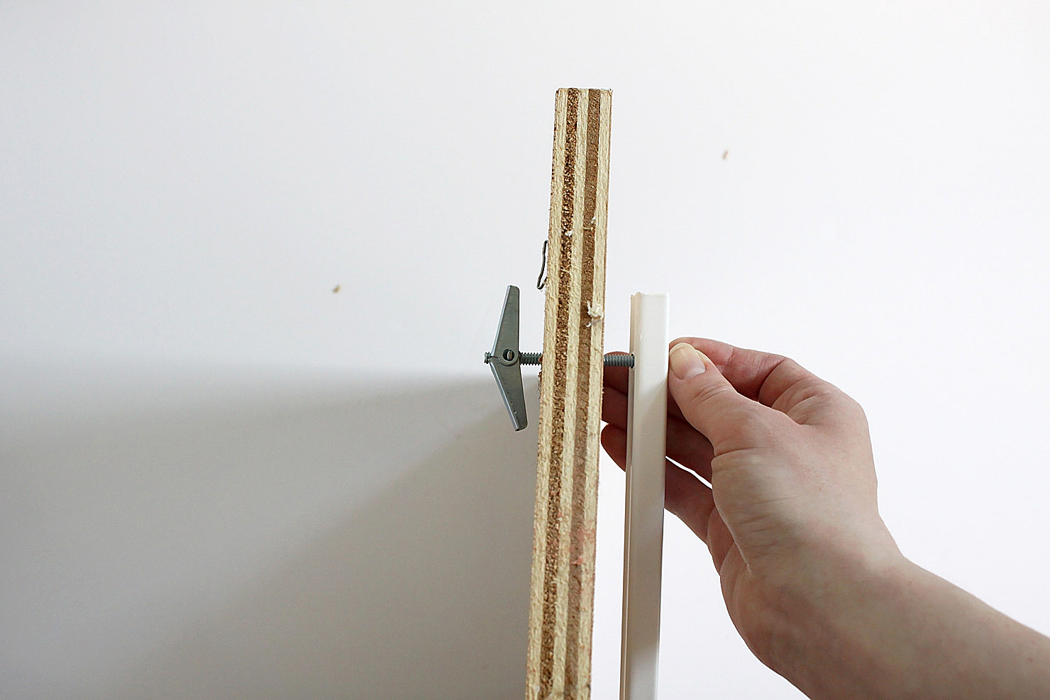 How to hang heavy shelves on horsehair plaster walls idle Hanging heavy pictures without nails