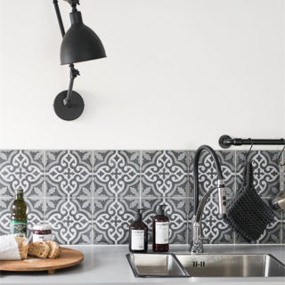 Black, White, and Wood Kitchen Inspiration via Planete Deco