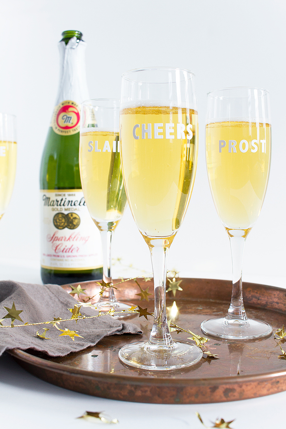 Get festive with this 5 minute New Year's Eve party hack! These DIY Cheers Champagne Flutes are super quick, and all you need are stickers!