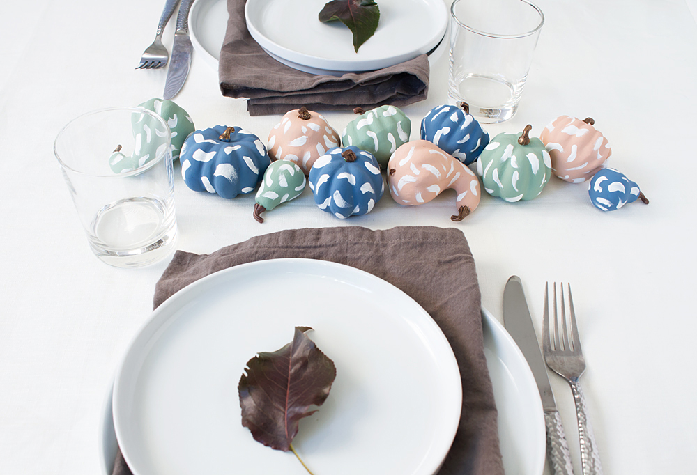 These easy DIY pastel brushstroke pumpkins make a beautiful Thanksgiving centerpiece, and would be fun for a colorful Halloween too! Click through for the free tutorial.