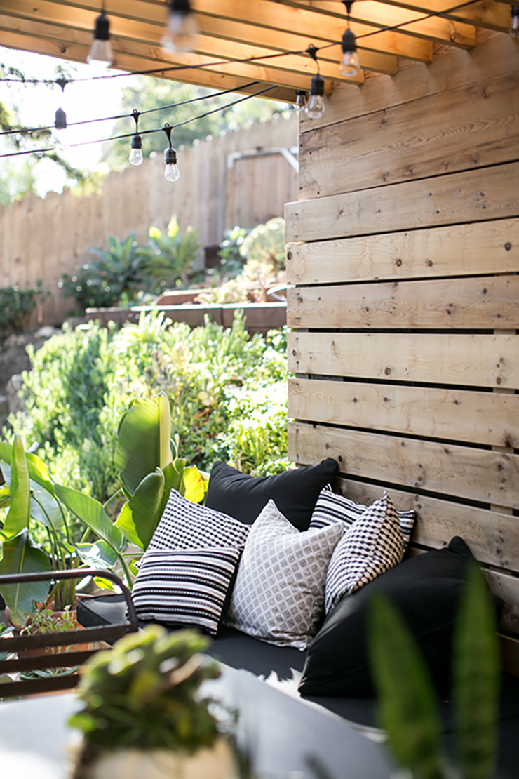 Photo by SF Girl by Bay - Get inspiration for your outdoor space with these Eight Modern Urban Jungle Patios @idlehandsawake